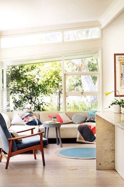 Фотография: Гостиная в стиле Скандинавский, Декор интерьера, Мебель и свет, Цвет в интерьере, Ковер – фото на InMyRoom.ru