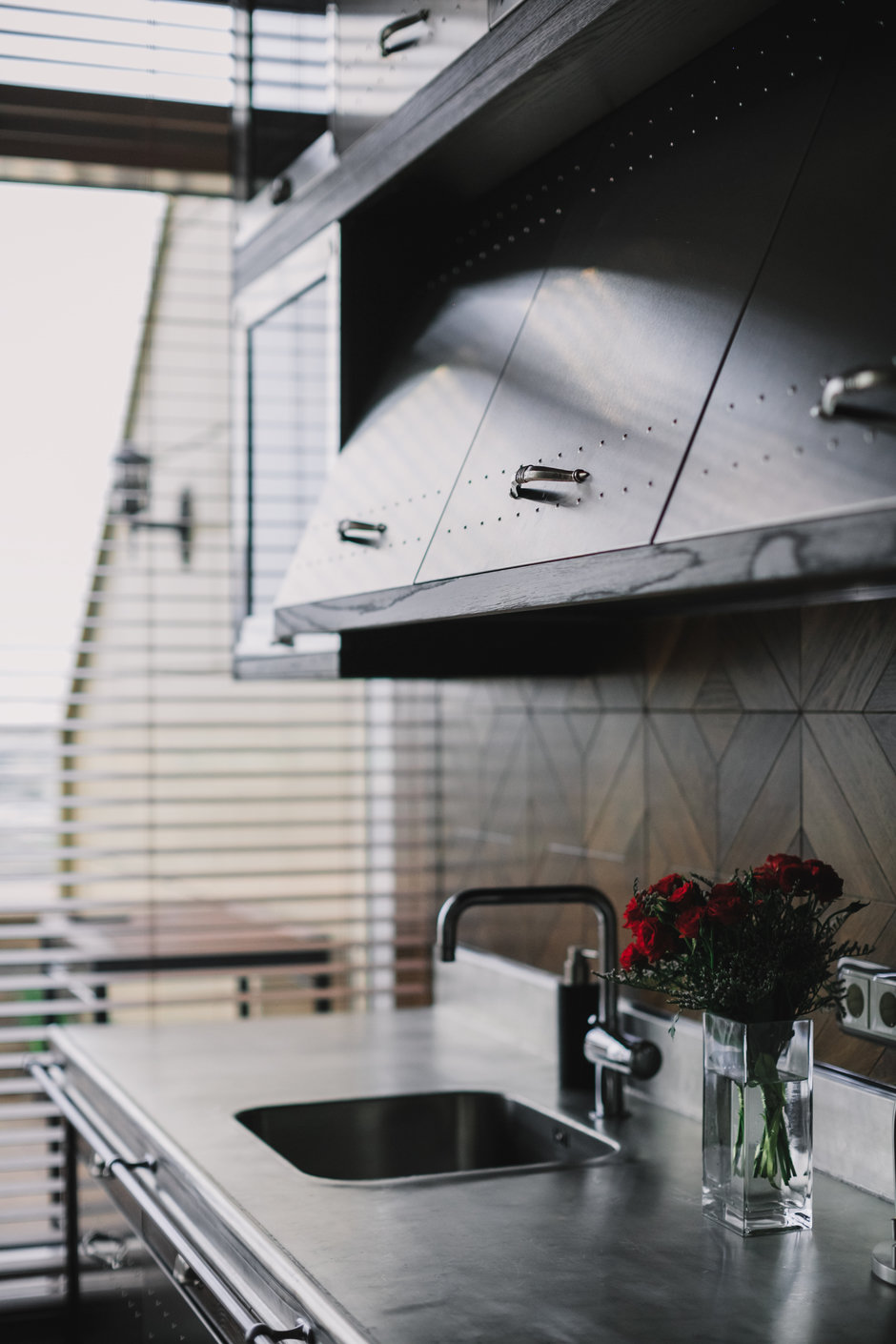 Фотография: Кухня и столовая в стиле Лофт, Квартира, Проект недели, Москва, Монолитный дом, до 40 метров, Алексей Корчинский – фото на InMyRoom.ru