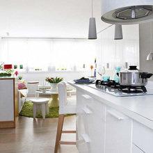 Фотография: Кухня и столовая в стиле Современный, Хай-тек, Малогабаритная квартира, Квартира, Испания, Цвет в интерьере, Дома и квартиры, Белый – фото на InMyRoom.ru
