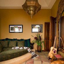 Фотография: Гостиная в стиле Современный, Восточный, Декор интерьера, Дом, Декор дома, Цвет в интерьере – фото на InMyRoom.ru