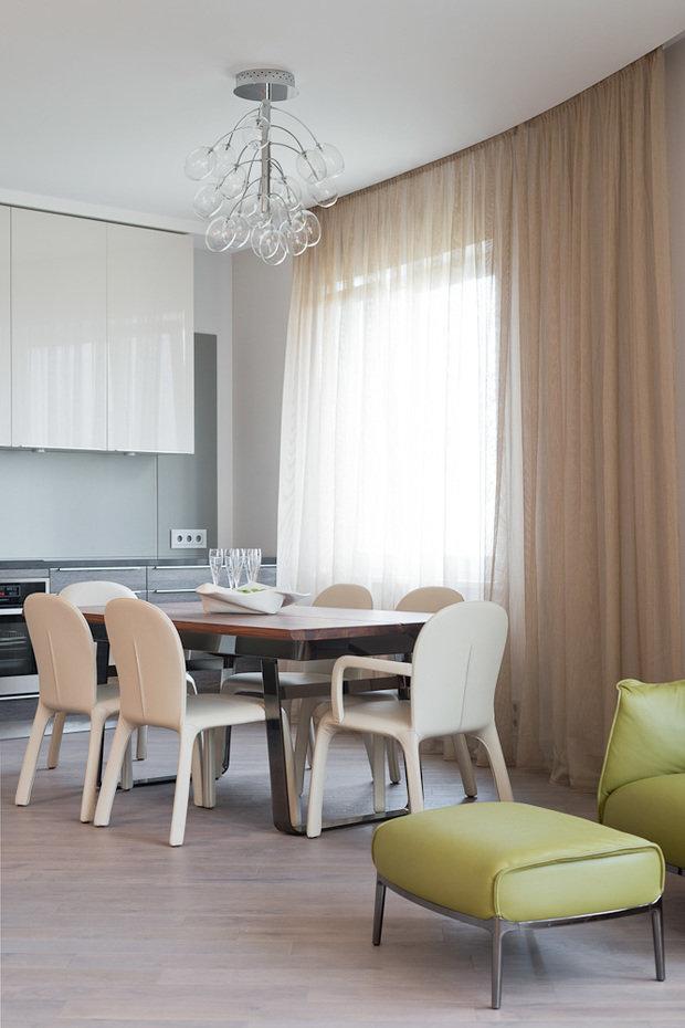 Фотография: Кухня и столовая в стиле Минимализм, Классический, Квартира, Проект недели, Москва, Бежевый – фото на InMyRoom.ru