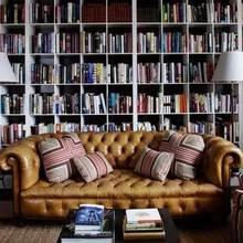 Фотография: Гостиная в стиле Кантри, Декор интерьера, Декор дома, Полки, Библиотека – фото на InMyRoom.ru