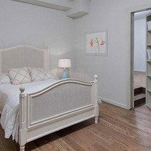Фотография: Спальня в стиле Кантри, Дом, Терраса, Цвет в интерьере, Дома и квартиры, Интерьеры звезд, Белый, Камин – фото на InMyRoom.ru