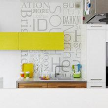 Фотография: Кухня и столовая в стиле Современный, Квартира, Цвет в интерьере, Дома и квартиры, Белый – фото на InMyRoom.ru
