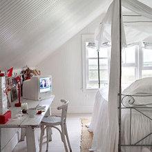 Фотография: Спальня в стиле Скандинавский, Дом, Цвет в интерьере, Дома и квартиры, Белый, Красный – фото на InMyRoom.ru