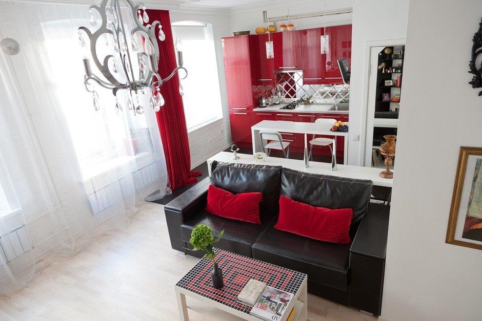 Фотография: Гостиная в стиле Эклектика, Лофт, Малогабаритная квартира, Квартира, Цвет в интерьере, Дома и квартиры, Стены – фото на InMyRoom.ru