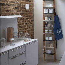 Фотография: Кухня и столовая в стиле Лофт, Интерьер комнат, Цвет в интерьере, Белый – фото на InMyRoom.ru