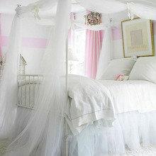 Фотография: Спальня в стиле Кантри, Скандинавский, Декор интерьера, Интерьер комнат, Кровать – фото на InMyRoom.ru