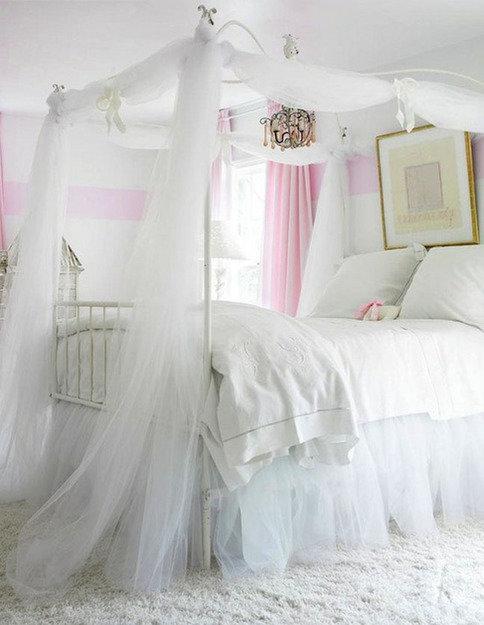 Фотография: Спальня в стиле Прованс и Кантри, Скандинавский, Декор интерьера, Интерьер комнат, Кровать – фото на InMyRoom.ru