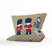 Декоратвиная подушка: Королевские стражи
