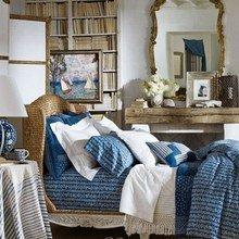 Фотография: Спальня в стиле Классический, Современный, Декор интерьера, Дом, Декор дома, Текстиль – фото на InMyRoom.ru