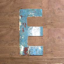 Декоративная буква (E)