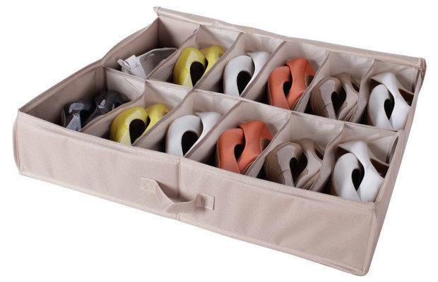 Фотография: Кухня и столовая в стиле Минимализм, Прихожая, Советы, хранение обуви, идеи хранения обуви – фото на InMyRoom.ru