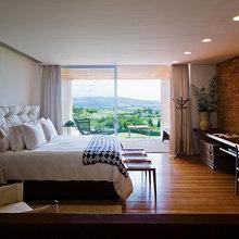 Фотография: Спальня в стиле Классический, Лофт, Современный, Декор интерьера, Дома и квартиры, Городские места, Отель, Проект недели – фото на InMyRoom.ru