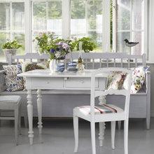 Фотография: Кухня и столовая в стиле Кантри, Балкон, Интерьер комнат – фото на InMyRoom.ru