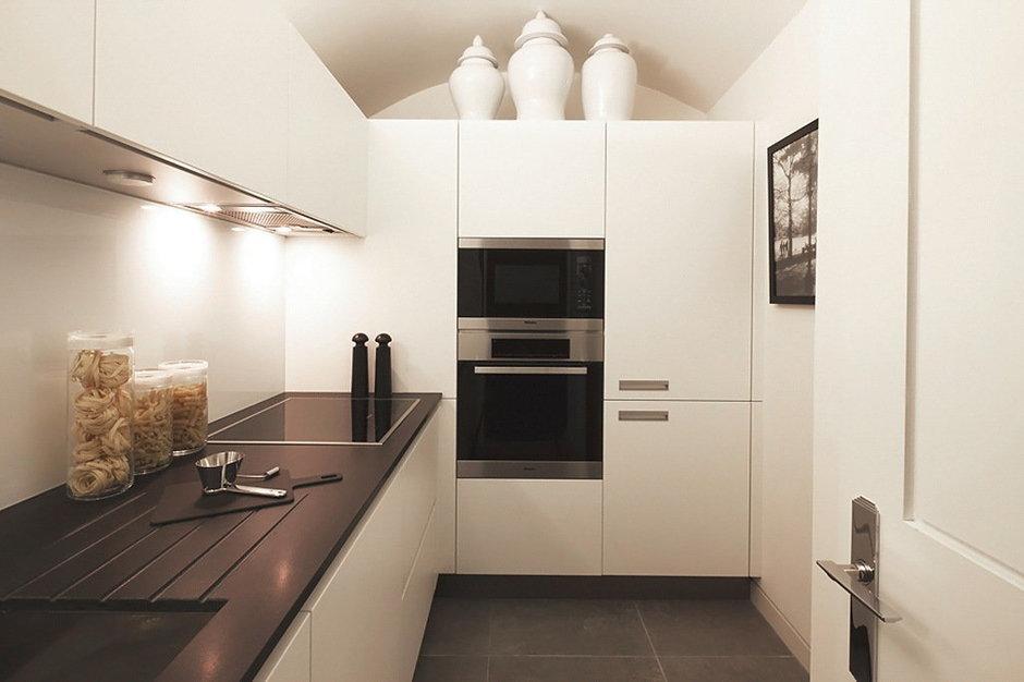 Фотография: Кухня и столовая в стиле Скандинавский, Малогабаритная квартира, Квартира, Дома и квартиры, Лондон, Зеркало, Перегородка – фото на InMyRoom.ru