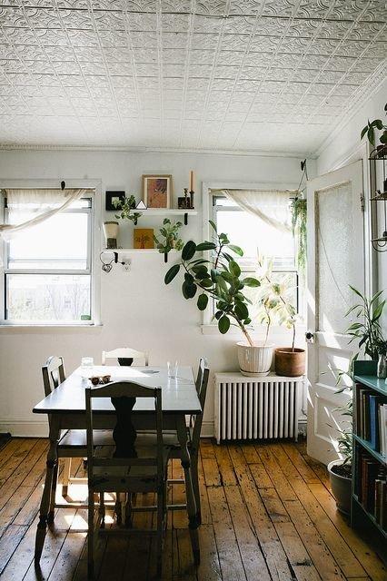 Фотография: Кухня и столовая в стиле Прованс и Кантри, Советы, Ремонт, Потолок, Ремонт на практике – фото на InMyRoom.ru