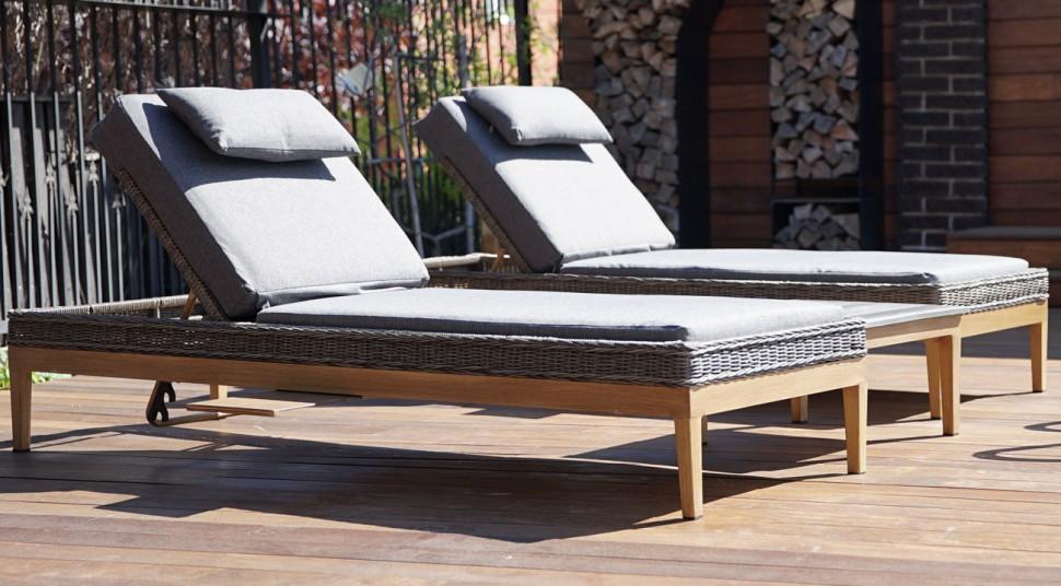 Раскладной лежак из ротанга биарриц с мягким матрасом и выдвижным столиком