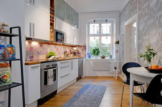 Фотография: Кухня и столовая в стиле Прованс и Кантри, Декор интерьера, Квартира, Дом, Интерьер комнат, Цвет в интерьере, Белый – фото на InMyRoom.ru