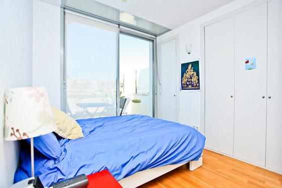 Фотография: Спальня в стиле Скандинавский, Современный, Квартира, Цвет в интерьере, Дома и квартиры, Белый, Барселона – фото на InMyRoom.ru