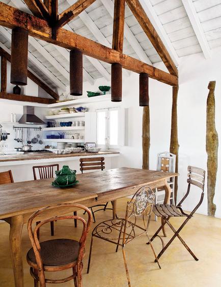Фотография: Кухня и столовая в стиле Прованс и Кантри, Дом, Португалия, Цвет в интерьере, Дома и квартиры, Стены – фото на InMyRoom.ru