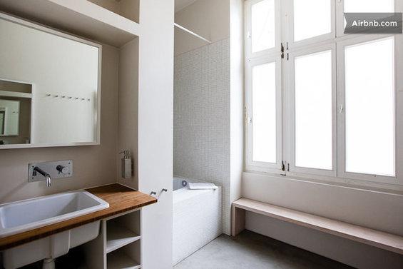 Фотография: Гостиная в стиле Современный, Стиль жизни, Советы, Париж, Airbnb – фото на InMyRoom.ru