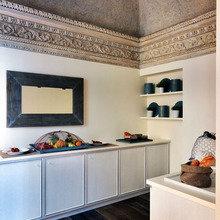 Фотография: Кухня и столовая в стиле Кантри, Италия, Дома и квартиры, Городские места, Отель – фото на InMyRoom.ru