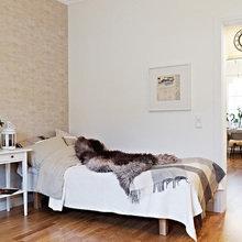Фотография: Спальня в стиле Скандинавский, Малогабаритная квартира, Квартира, Швеция, Цвет в интерьере, Дома и квартиры, Белый, IKEA, Бежевый – фото на InMyRoom.ru