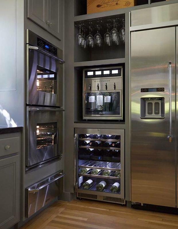 Фотография: Кухня и столовая в стиле Лофт, Современный, Хай-тек, Интерьер комнат, Бытовая техника – фото на InMyRoom.ru