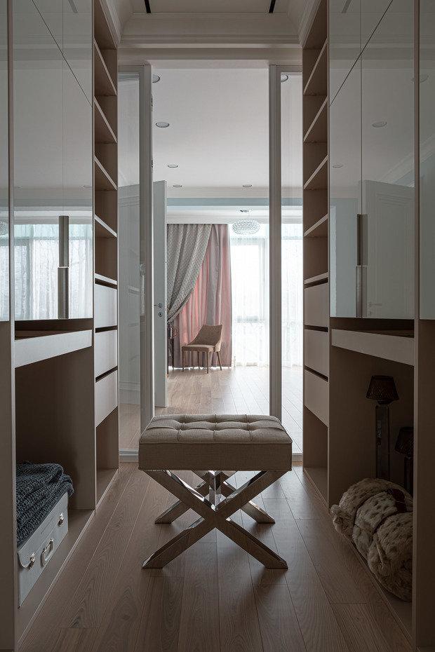 Фотография: Гардеробная в стиле Классический, Современный, Квартира, Проект недели, 3 комнаты, Более 90 метров, Иркутск, Мария Бадяева – фото на INMYROOM