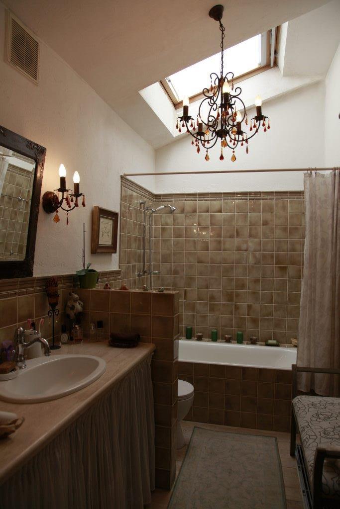 Фотография: Ванная в стиле Прованс и Кантри, Классический, Современный, Декор интерьера, Квартира, Дома и квартиры, Чердак, Мансарда – фото на InMyRoom.ru