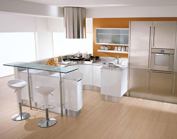 Фотография: Кухня и столовая в стиле Хай-тек, Малогабаритная квартира, Интерьер комнат – фото на InMyRoom.ru