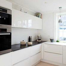 Фотография: Кухня и столовая в стиле Хай-тек, Интерьер комнат, Полки – фото на InMyRoom.ru