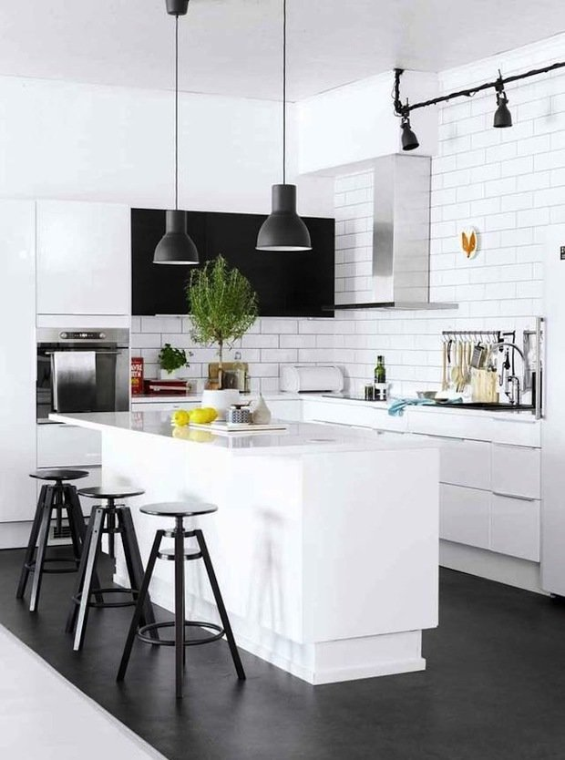 Фотография: Кухня и столовая в стиле Лофт, Скандинавский, Интерьер комнат, Цвет в интерьере, Белый – фото на InMyRoom.ru