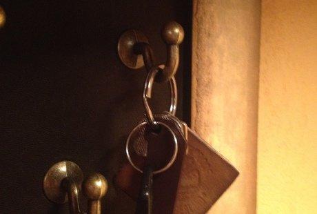 Ключницы из багета, меха или кожи