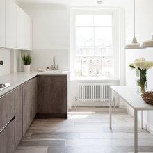 Фотография: Кухня и столовая в стиле Скандинавский, Квартира, Цвет в интерьере, Дома и квартиры, Белый, Лондон, Лепнина – фото на InMyRoom.ru