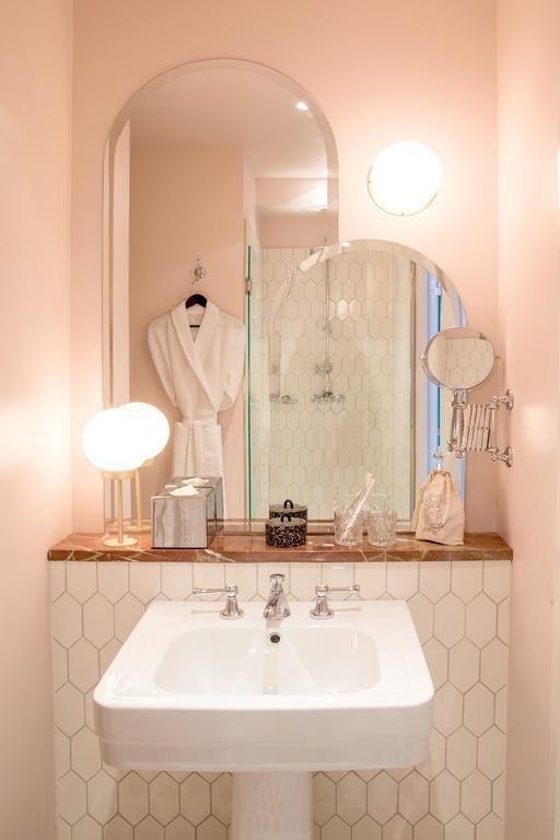 Фотография: Ванная в стиле Современный, Франция, Париж, Гид – фото на INMYROOM