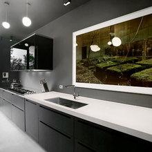 Фотография: Кухня и столовая в стиле Хай-тек, Лофт, Квартира, Цвет в интерьере, Дома и квартиры, Черный, Красный – фото на InMyRoom.ru