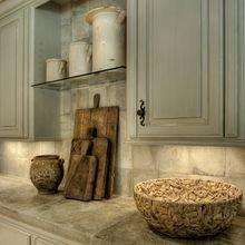 Фотография: Кухня и столовая в стиле Кантри, Декор интерьера, Декор, Мебель и свет, освещение – фото на InMyRoom.ru