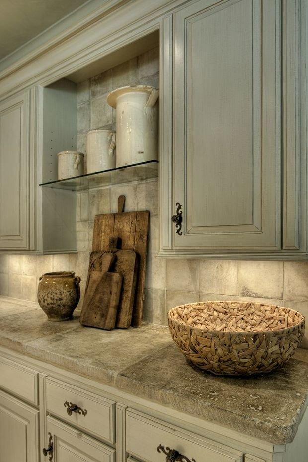 Фотография: Кухня и столовая в стиле Прованс и Кантри, Декор интерьера, Декор, Мебель и свет, освещение – фото на InMyRoom.ru