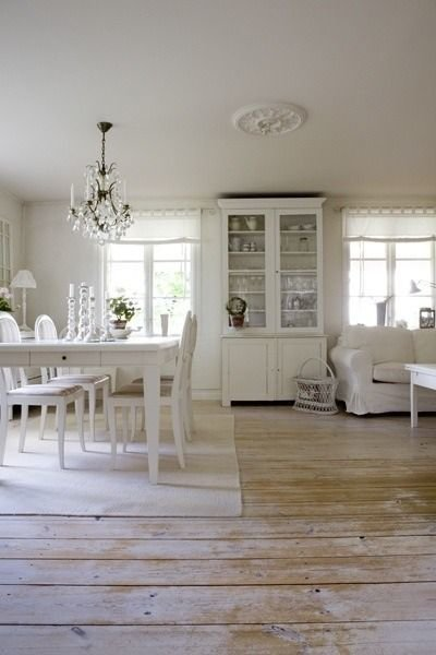 Фотография: Кухня и столовая в стиле , Декор интерьера, Мебель и свет, Перегородки – фото на InMyRoom.ru