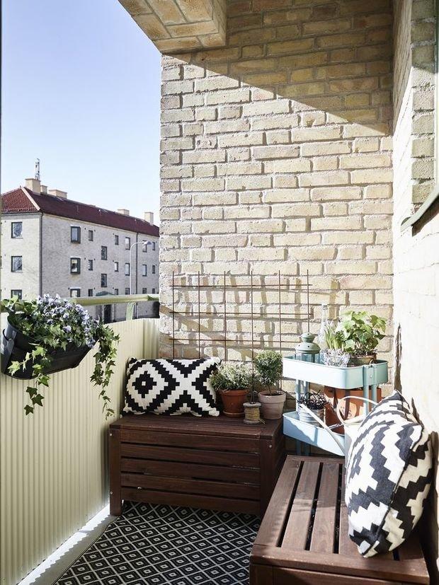 Фотография: Балкон в стиле Скандинавский, Квартира, Аксессуары, Мебель и свет, Терраса, Советы, Ремонт на практике, бюджетное обновление балкона, экономичный ремонт на балконе – фото на InMyRoom.ru
