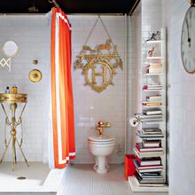 Фотография: Ванная в стиле Кантри, Декор интерьера, DIY, Дом, Декор дома, Цвет в интерьере, Обои – фото на InMyRoom.ru