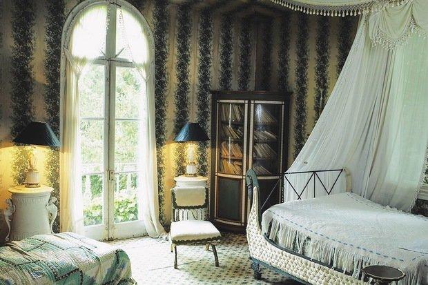 Фотография: Спальня в стиле Восточный, Декор интерьера, Франция, Антиквариат, Цвет в интерьере, Индустрия, Люди, История дизайна, Ампир – фото на InMyRoom.ru