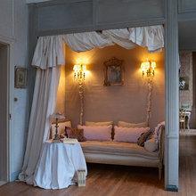 Фотография: Спальня в стиле Кантри, Дом, Дома и квартиры, Камин, Свечи – фото на InMyRoom.ru