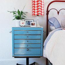 Фотография: Мебель и свет в стиле Кантри, Спальня, Интерьер комнат, Советы, Стол, Кровать – фото на InMyRoom.ru