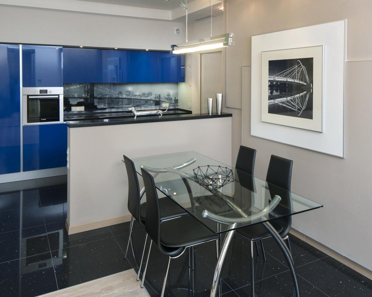 Голубая кухня в современном стиле