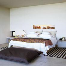 Фотография: Спальня в стиле Минимализм, Интерьер комнат, Советы, Стол, Кровать – фото на InMyRoom.ru