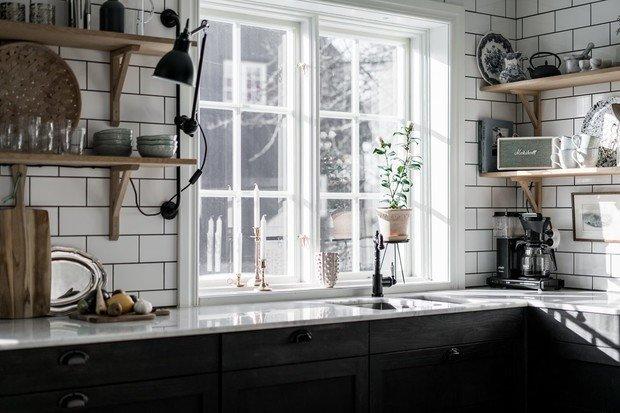 Фотография: Кухня и столовая в стиле Скандинавский, Современный, Декор интерьера, Дом, Швеция, Серый, Гетеборг, нейтральные тона в отделке, как оформить дом в современном стиле, 4 и больше, Более 90 метров – фото на INMYROOM