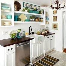 Фотография: Кухня и столовая в стиле Кантри, Интерьер комнат, Полки – фото на InMyRoom.ru
